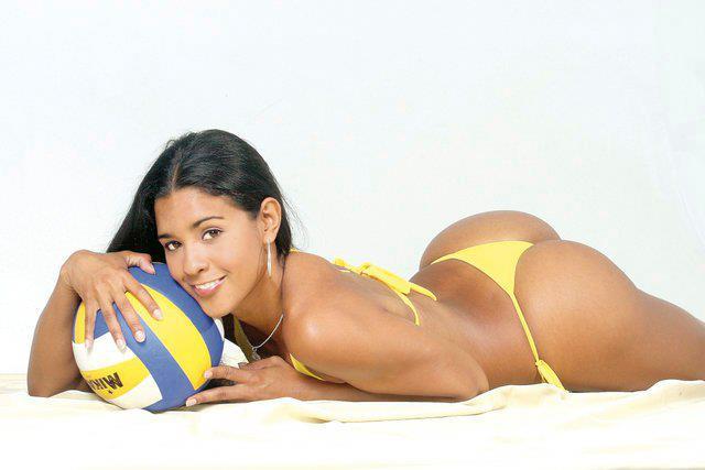 Най-красивата волейболистка от Перу Росио Миранда се върна към спорта