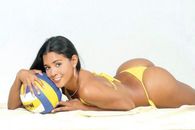 Latina babe with a big ass Joyce Oliveira shows her sexy big butt  1447286
