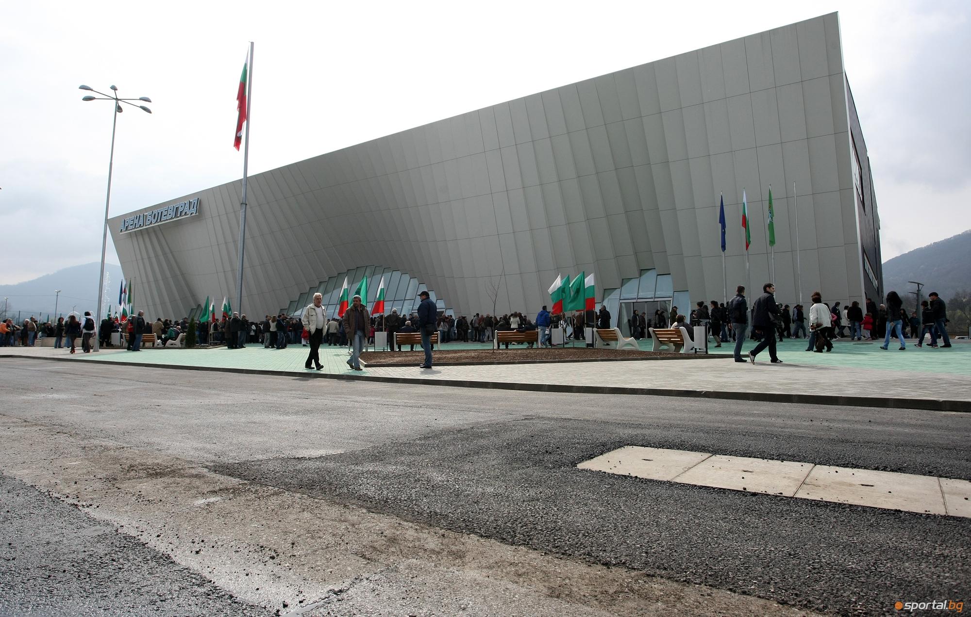 """Новата мултифункционална спортна зала """"Арена """" бе отркрита в Ботевград"""