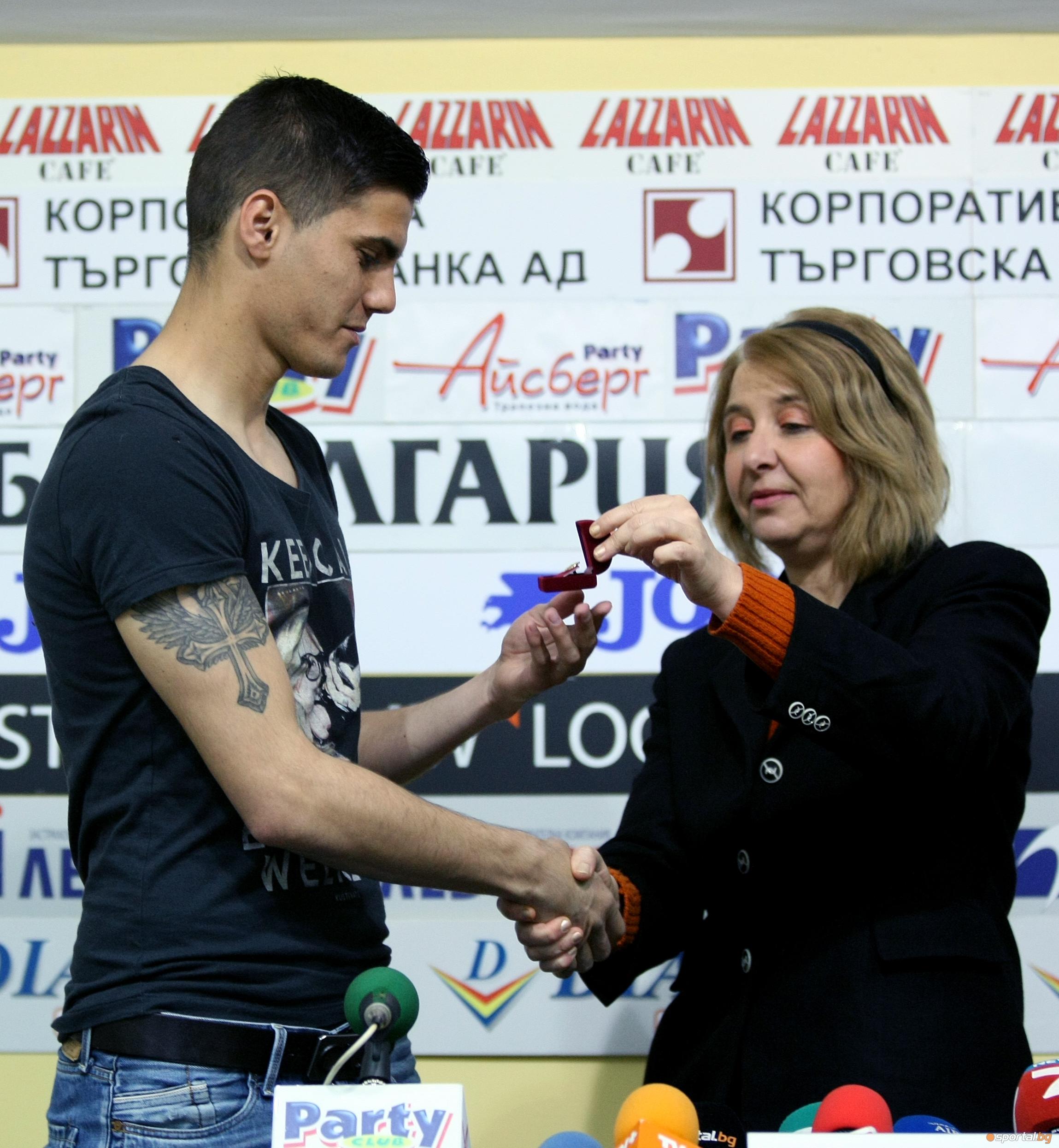 Владимир Гаджев и Пламен Крачунов бяха наградени за футболисти № 1 на месец март