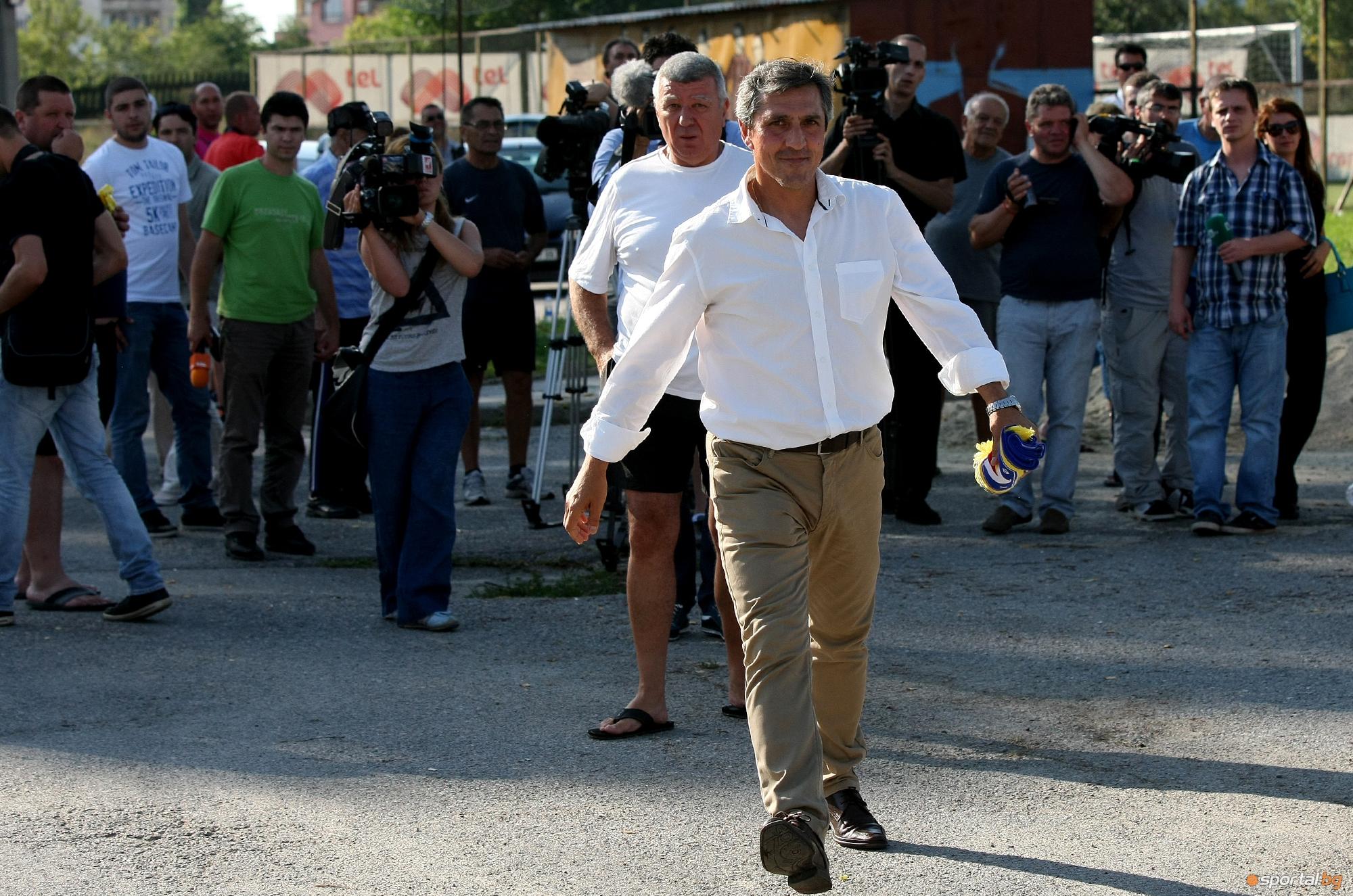 Мурсия си все довиждане с футболисти и журналисти