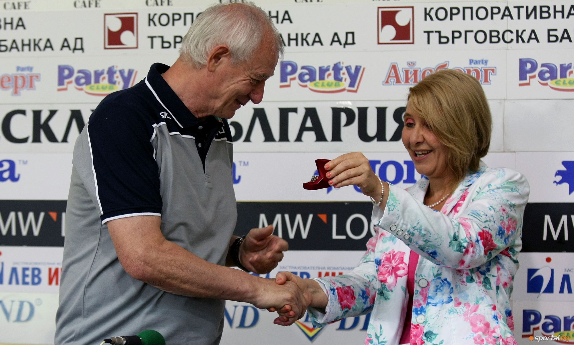 Награждаване на НО по волейбол жени и Владимир Кузюткин