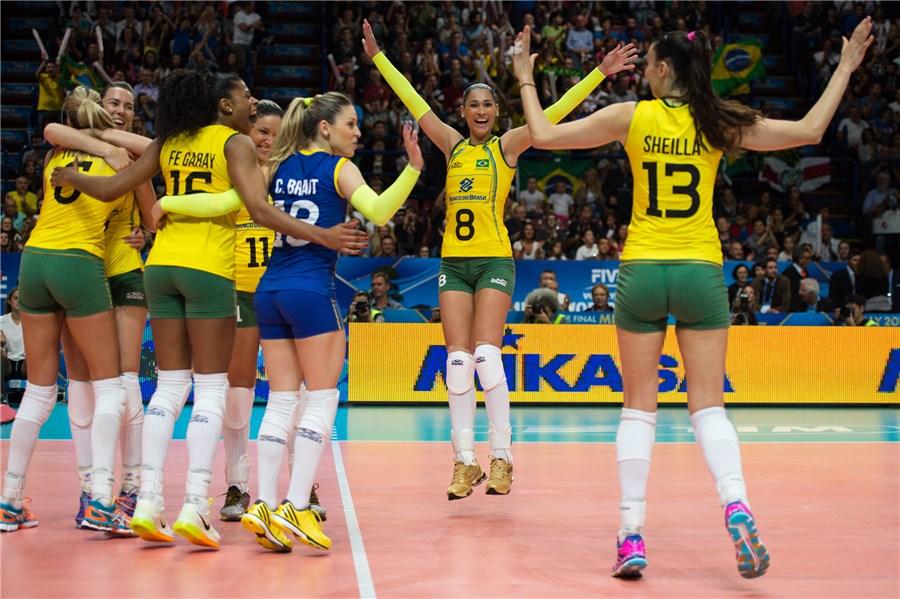 Бразилия на крачка от полуфиналите след разгромно 3:0 над Китай