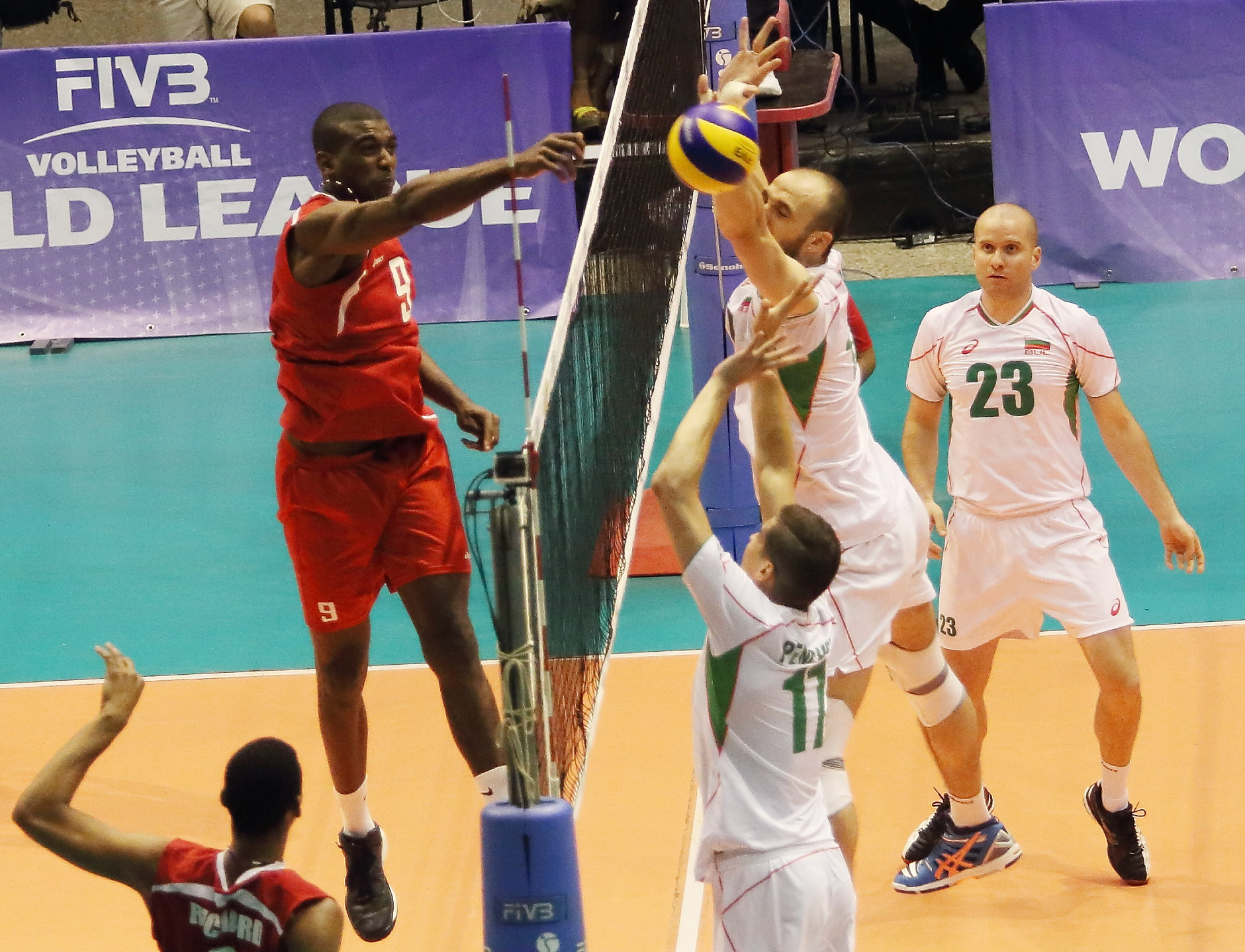 България победи Куба като гост