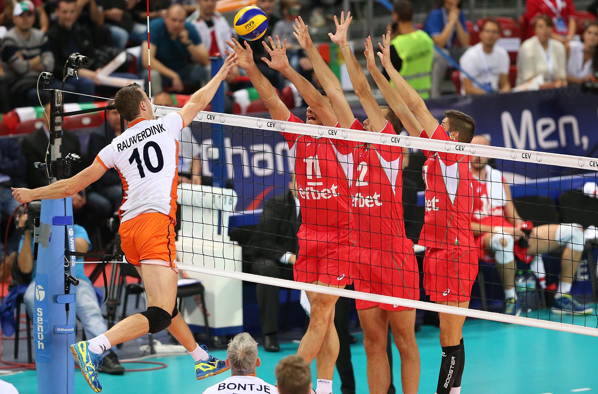 Нерви, контузии и все пак ценно 3:2 срещу Холандия