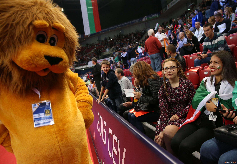 Българските фенове по време на 1/2 с Франция