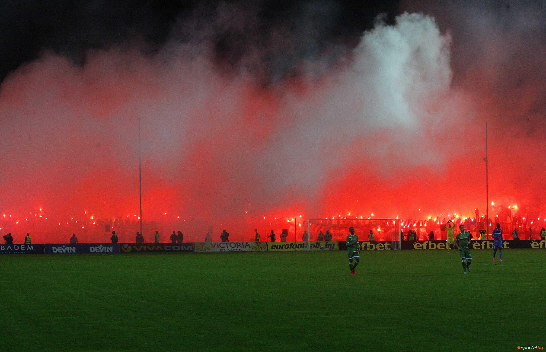 Феновете на Левски по време на двубоя срещу Лудогорец