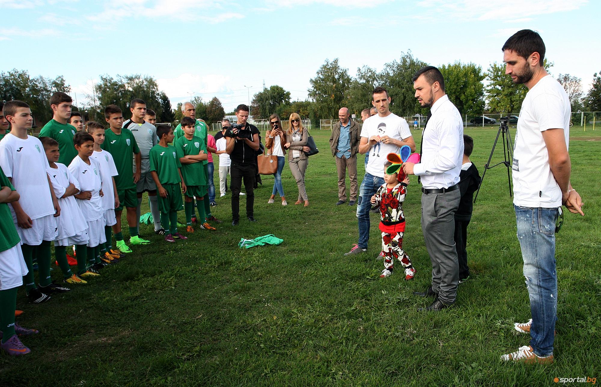 Божинов, Минев и Тунчев подпомогнаха школата на Хебър Пазарджик
