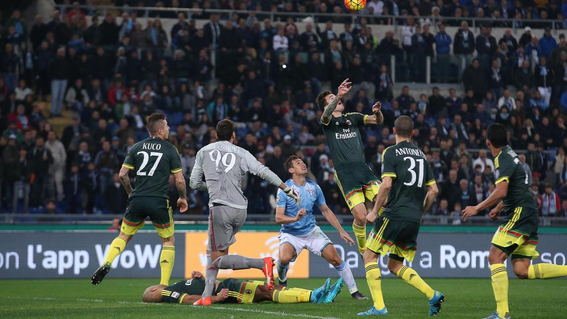 Контузията на Алекс в дербито Лацио - Милан