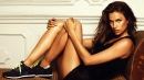 Ирина рекламира обувки както тя си знае