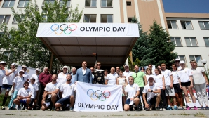 Легенди в родният спорт посрещнаха олмпийския огън в НСА