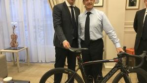 Подариха българско колело на Никола Саркози