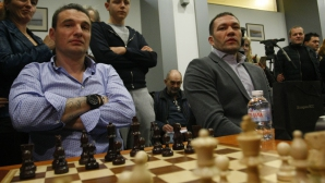 Веселин Топалов игра шах с Кубрат Пулев, Христо Йовов и магистрати от ВСС