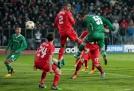 Георги Терзиев прави резултата 2:2 на мача Лудогорец - Ливърпул в София