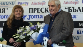 Награждаване на Иван Вуцов по случай 75-тата му годишнина