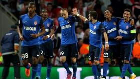 """Съотборниците на Димитър Бербатов го подравяват за гола във вратата на Арсенал. Монако спечели с 3:1 на """"Емиратс"""" и докосва 1/4-финалите в Шампионската лига"""