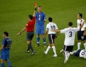 Де Роси отнесе наказание от 4 мача за червения картон