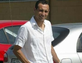 Мартин Петров сложи благотворителен автограф №12