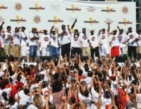 Маями ликува. Баскетболистите на Хийт отпразнуваха титлата с парад в града