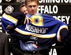 Защитник избран под номер 1 в драфта на НХЛ за първи път от 10 години