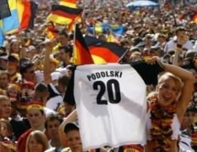1 000 0000 души отпразнуваха по улиците на Берлин успеха на Германия