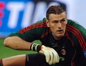 Калач контузен, Милан взима нов вратар