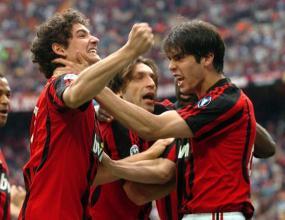 Милан вкара 4, но отиде в УЕФА