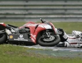 Шумахер пада на мотоциклетно състезание