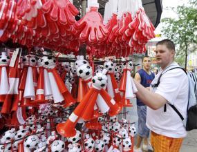 В Швейцария конфискуваха фалшиви тениски и шапки с логото на Евро 2008