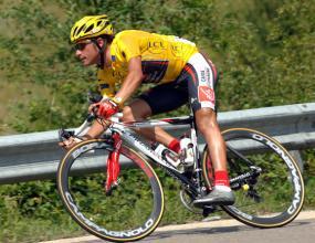 Шампионът на Тур дьо Франс от 2006 получи тежки контузии при падане