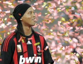 Роналдиньо взе номер 80 в Милан