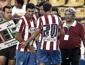 Рейес иска да остане, Атлетико го гони