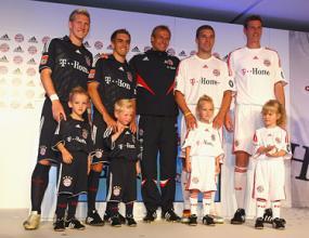 Байерн представи новите си екипи