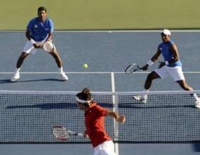 Федерер се класира за полуфиналите на двойки