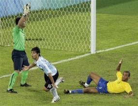 Аржентина разпиля Бразилия с 3:0 и е на финал