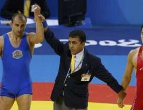Серафим Бързаков стартира с победа