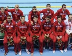 Сръбски звезди се бият след загуба на полуфинал във водната топка