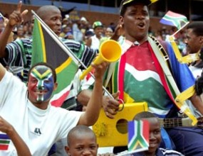 В ЮАР пускат специални автобуси за световното първенство, таксиметровите шофьори стачкуват