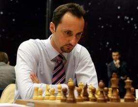 Веско Топалов стартира с белите фигури в битката с Камски