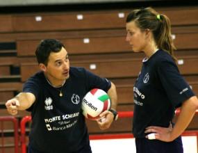 Драган и Нели Нeшич дариха волейболни топки на клуб в Добрич