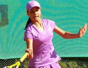 Младите ни тенисистки заминаха за европейското отборно първенство в зала