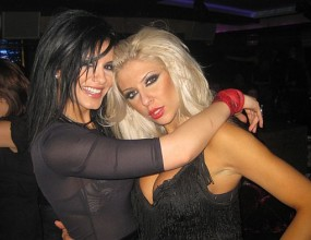 Андреа и Анелия се забавляват по женски