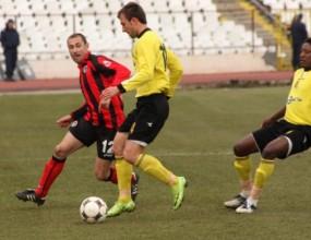 Нови трима играчи напуснаха Ботев Пловдив
