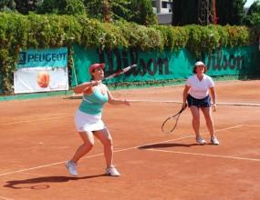 Весела Лечева раздава снимки след тенис мач