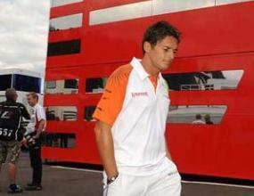 Ферари: Фисикела остава в отбора и през 2010 г. като тест пилот
