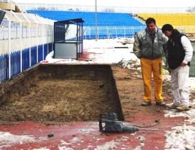 """На стадион """"Лазур"""" завършва полагането на дренажа"""