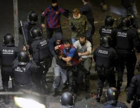 Повече от 100 арестувани и 120 ранени при празненствата на феновете на Барса