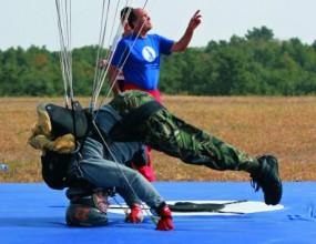 Състезание по парашутизъм събира участници от три континента