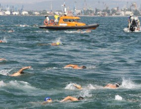 Организират плувен маратон