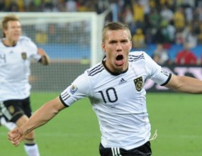 Лукас Подолски избран за играч на мача